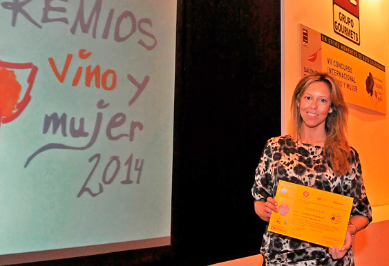 Bodegas Robles wineries and wine awards woman