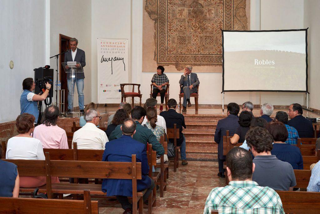 José María Gala, Hisae Yanase y Francisco Robles inauguran Japón descubre Bajoflor en la Fundación Antonio Gala para Jóvenes Creadores / Luis Muñoz