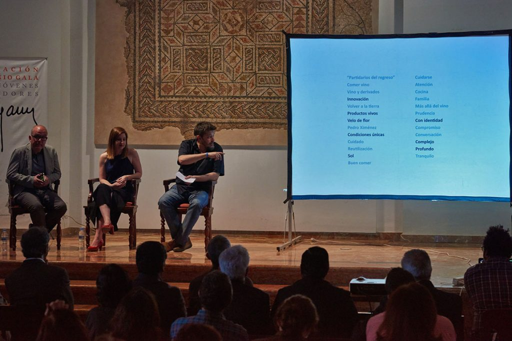 Juan Bolaños, Rosa Muñoz y Pablo Gallego en la presentación de Japón descubre Bajoflor. / Luis Muñoz